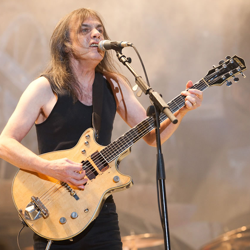 Muere Malcolm Young, legendario guitarrista y cofundador de AC/DC — Back in Black